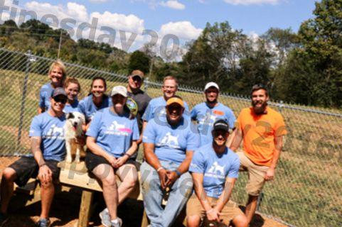 बचाव पुनर्निर्माण टेनेसी शेल्टर कुत्तों के लिए आउटडोर प्ले के माध्यम से बेहतर बनाता है